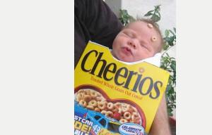 Ojo, a los cheerios pegados en su cara ¡¡¡en su cara!!!