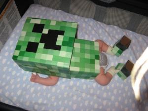 Minecraft-Costume-Baby-Creeper