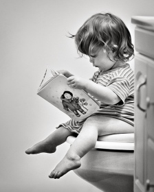 PottyTrainingKidReading