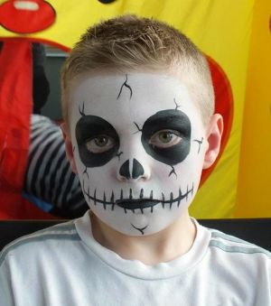 Halloween-face-painting-for-kids-Skeleton-face-paint-idea
